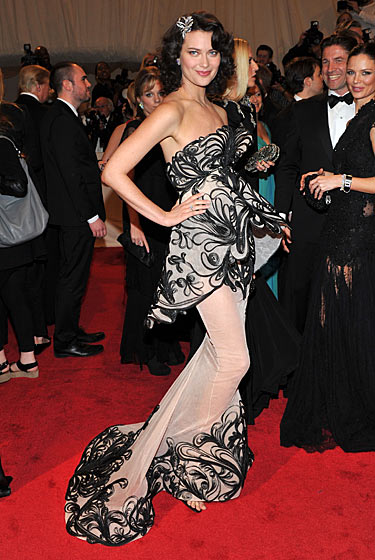 """Shalom Harlow """"Alexander McQueen: Savage Beauty"""" Costume Institute Gala At The Metropolitan Museum Of Art on exshoesme.com"""