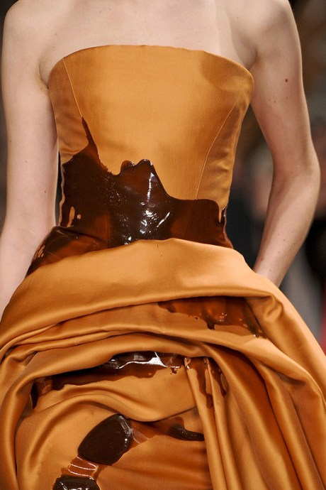 Stephane Rolland Spring 2011 Haute Couture Golden Spill Dress Detail on exshoesme.com