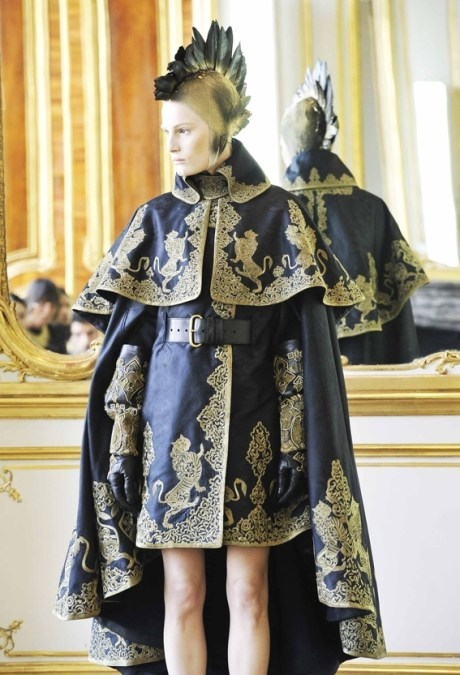Alexander McQueen FW10 Gold and Blk Brocade Cape on exshoesme.com
