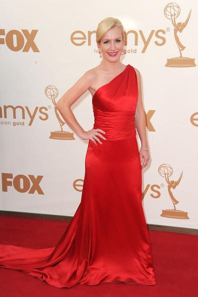 5 Angela Kinsey at the 2011 Emmy Awards on Exshoesme.com