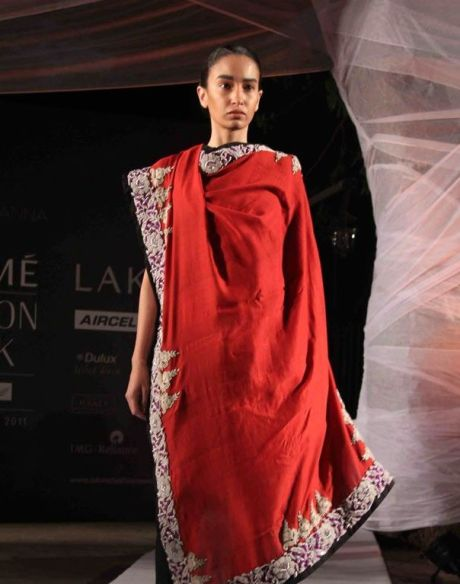 Anamika Khanna Spring Resort 2011 Red Embroidered Dupatta on Exshoesme.com