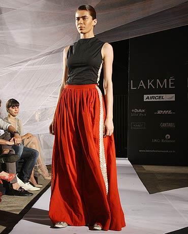 Anamika Khanna Spring Resort 2011 Red Long Skirt on Exshoesme.com