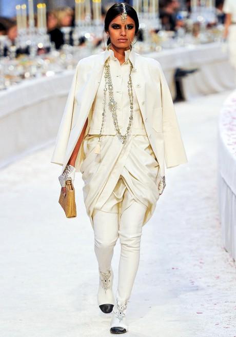 Chanel Métiers d'Art PF12 Paris-Bombay Collection Cream Dhoti Suit on Exshoesme.com