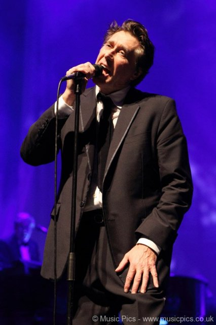 Bryan Ferry crooning at O2 Shepherds Bush Empire in London on December 14, 2011 on Exshoesme.com