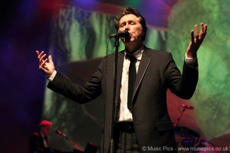Bryan Ferry looking for me at O2 Shepherds Bush Empire in London on December 14, 2011 on Exshoesme.com