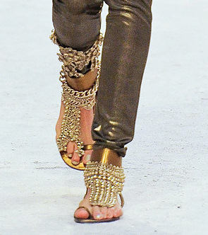 Chanel Métiers d'Art PF12 Paris-Bombay Collection Gold Flat Ghungroo Sandals on Exshoesme.com