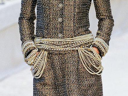 Chanel Métiers d'Art PF12 Paris-Bombay Collection Pearl Belt Detail on Exshoesme.com