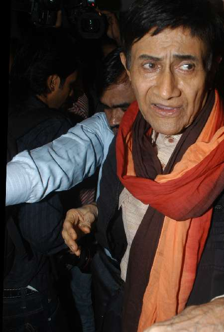 Dev Anand in signature scarf in his later years on Exshoesme.com