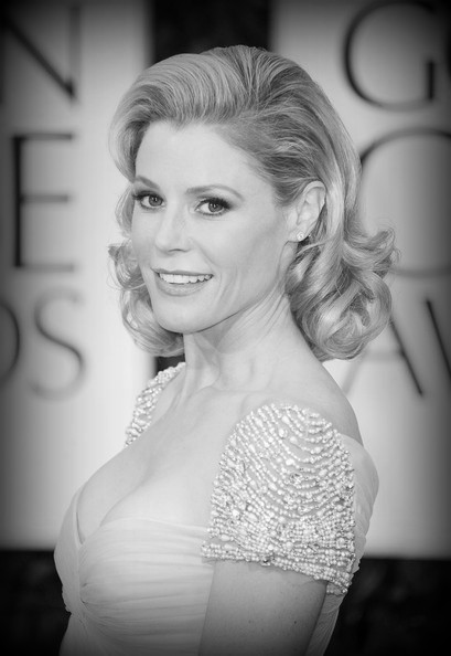 9 Julie Bowen's retro waves at the 2012 Golden Globe Awards on Exshoesme.com