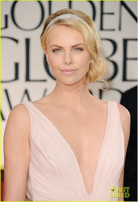 Charlize-Theron-in-Dior-closeup-at-the-2012-Golden-Globe-Awards-on-Exshoesme.com