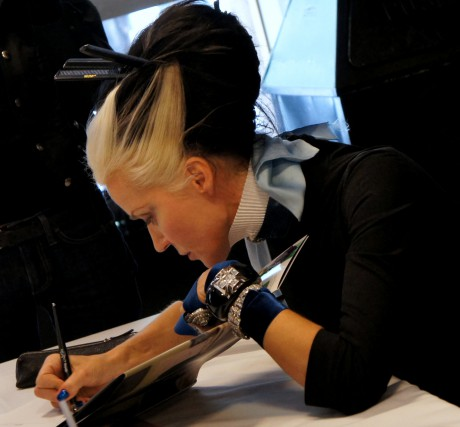 Daphne Guinness signing books at FIT in November 2011 on Exshoesme.com. Photo by Jyotika Malhotra.