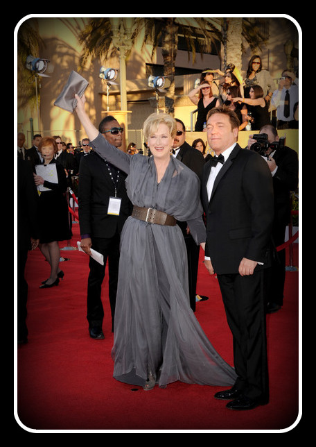 Meryl Streep in Vivienne Westwood waves to the crowd at the 2012 SAG Awards on Exshoesme.com