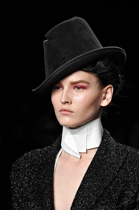 Donna Karan FW12 Black Felt Tilted Hat on Exshoesme.com