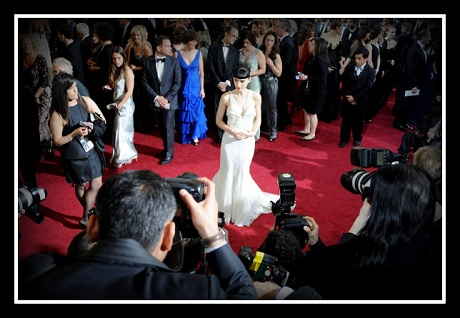 Rooney Mara stands apart from the crowd at the 2012 Oscars on Exshoesme.com