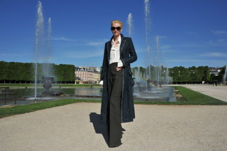 Tilda Swinton strikes a pose at the Chanel 2012-13 Cruise Collection at Chateau de Versailles May 14 2012 on Exshoesme.com.