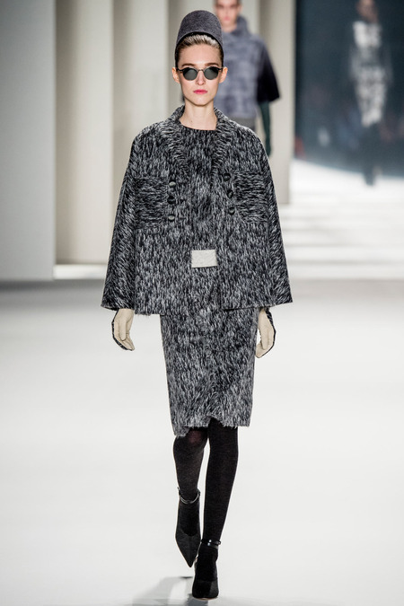 Carolina Herrera FW14 textured suit on Exshoesme.com