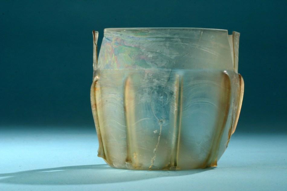 Een drinkglas uit de beerput van de15e-eeuwse woning © Agentschap Onroerend Erfgoed