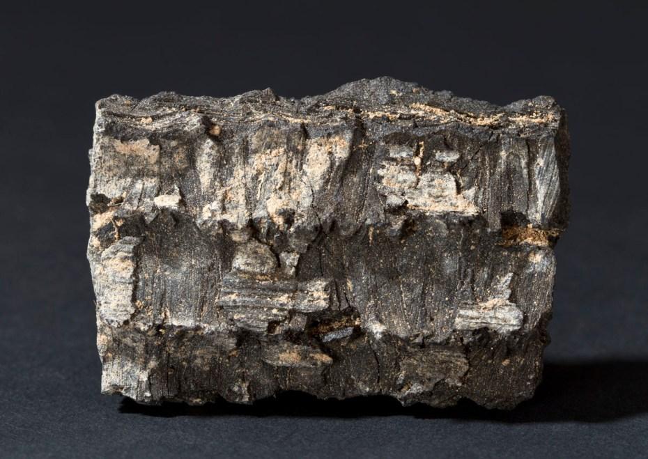 Een brok bitumen © Dieter Jehs