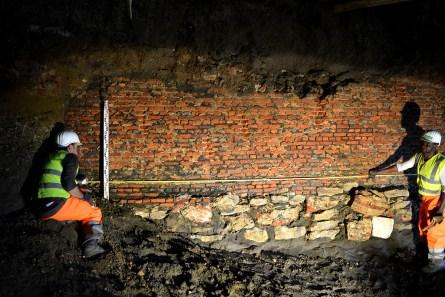 Er werd ook letterlijk ondergronds gegraven. De fundering van de noordelijke bastionmuur (binnenzijde) is onregelmatig opgebouwd © Stad Antwerpen, dienst archeologie