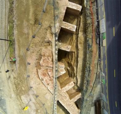 Luchtopname van het opgegraven gedeelte van het bastion ter hoogte van het tunneltracé © Stad Antwerpen, dienst archeologie