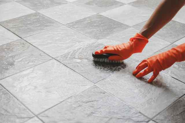 Step by step guide on how to clean porcelain tiles - Exterior