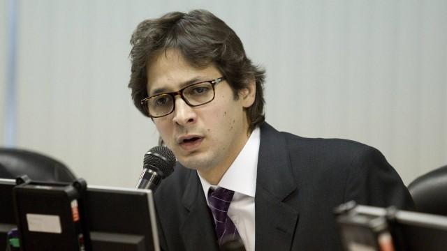 Flávio Zveiter considera antiéticos os advogados que estimulam a enxurrada de ações na Justiça comum