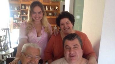 Gerson Brenner com a esposa Marta, o pai e a filha Ana