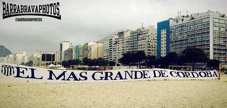 Barras do Club Atlético Talleres na praia de Copacabana