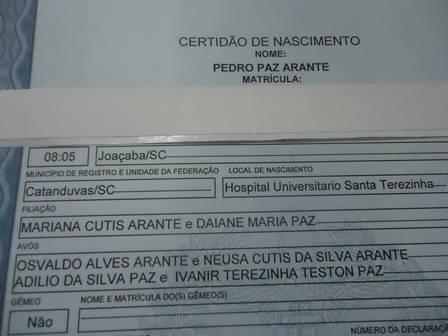 Detalhe da certidão de nascimento com o nome das duas mães