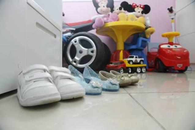 Os sapatinhos de Kayque, Duda e Bia: crianças estão fazendo progressos