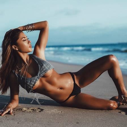 Ring girl do UFC Arianny Celeste fez novo ensaio sensual