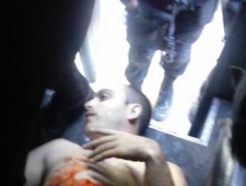 Foto mostra Playboy sendo levado para o hospital em um caveirão