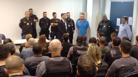 Secretário de segurança José Mariano Beltrame se reuniu com policiais antes da operação
