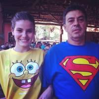 Camila Queiroz se pronuncia sobre a morte do pai