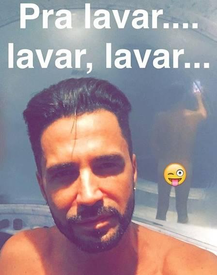 Cantor Latino posta nudes no banheiro e enlouquece seguidores