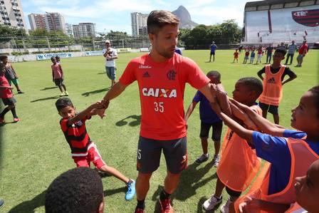 Ídolo que faltava: Diego se adapta rápido