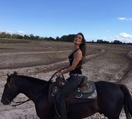 Heaven compartilha a paixão por cavalos com o namorado