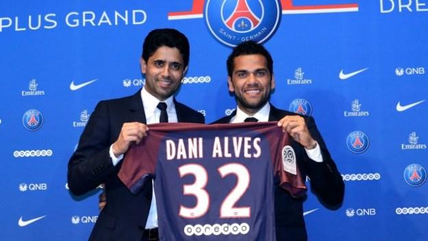 Daniel Alves vestirá a camisa 32 no PSG