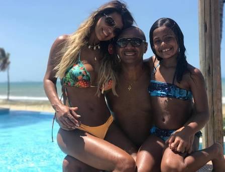 Tirica está no Ceará com a mulher e a filha