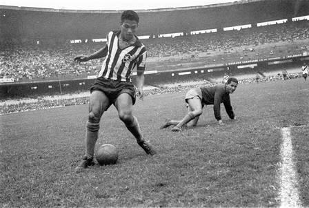 Garrincha jogando pelo Botafogo, em 1957. Foto Manoel Soares/Arquivo/Agência O Globo