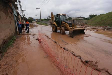 No bairro Venda Velha, a lama invadiu as casas