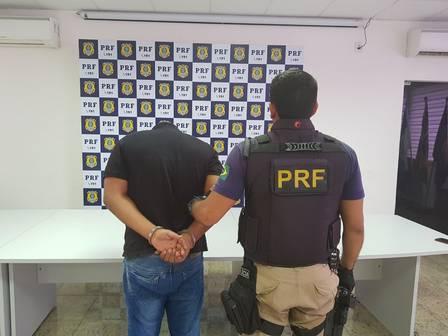 Folha do Sudoeste xmotorista.jpeg.jpg.pagespeed.ic.prLJ_ELaCT Homem é preso com 12 fuzis, 33 pistolas e 40 mil projéteis que levaria para a Maré Policia