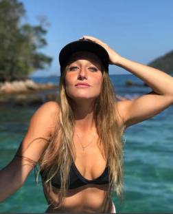 Bruna Griphao está 19 anos e 1, 2 mil seguidores no Instagram