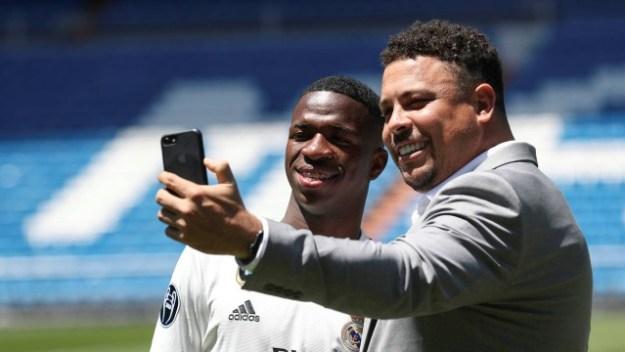 Ronaldo prestigiou a apresentação de Vinicius no Real Madrid