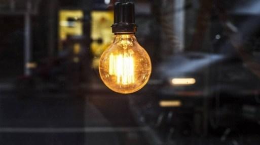 O objetivo do rastreamento é identificar possíveis consumidores que estejam recebendo descontos e vantagens na conta de luz sem necessidade.