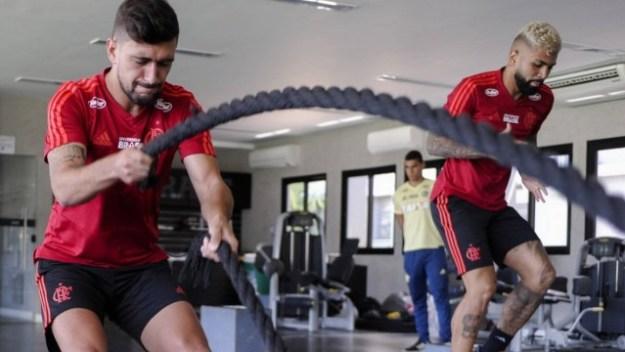 Arrascaeta e Gabigol treinando juntos