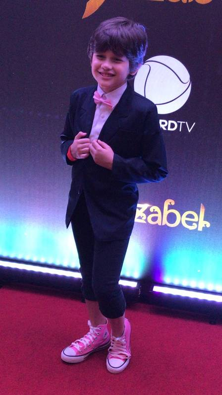 Gianlucca exibe estilo no lançamento de 'Jezabel'