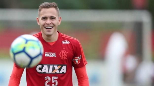 Piris da Motta, do Flamengo, foi pré-convocado para seleção do Paraguai
