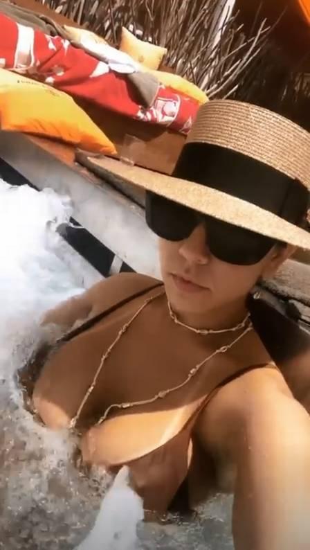 Mulher Melão curte viagem de luxo em Ibiza