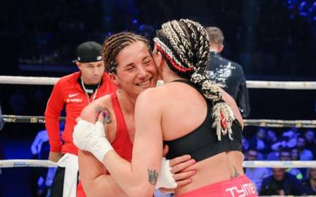 Ao fim da luta, o beijo foi no rosto